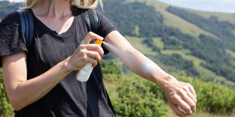 แนะนำ สเปรย์กันแดด ป้องกันรังสี UV ยี่ห้อไหนดี ปี 2020